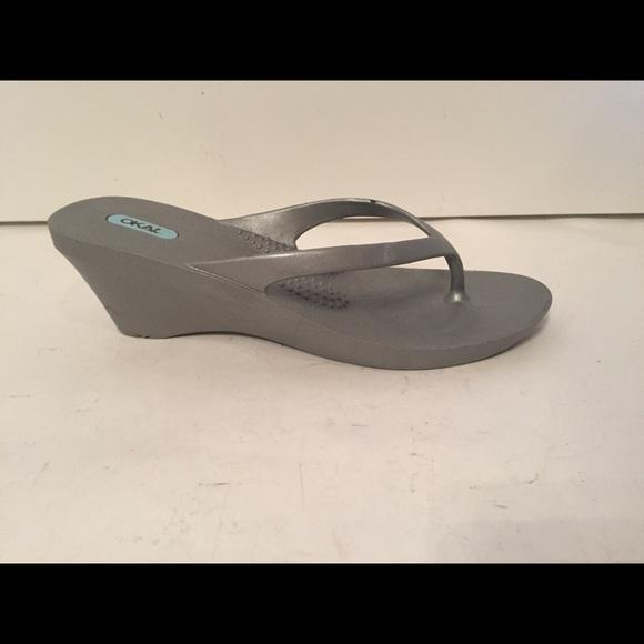 4f92d90c69a23 NWOT Oka b 🌪silver sandals wedge flip flop ML